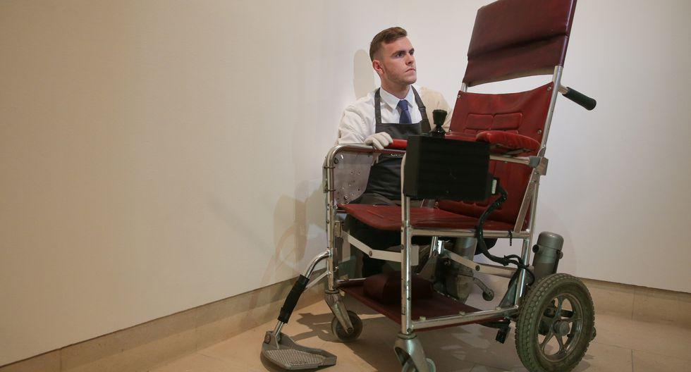 Stephen Hawking: Subastarán tesis doctoral y silla de ruedas del connotado científico en Londres. (AFP)