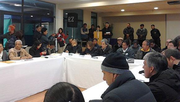 Mesa de diálogo en Espinar que encabezó Pulgar-Vidal. (Andina)