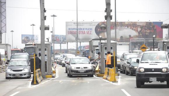 Los conductores expresaron su malestar por el incremento en las tarifas de los peajes. (Fidel Carrillo/Peru21)