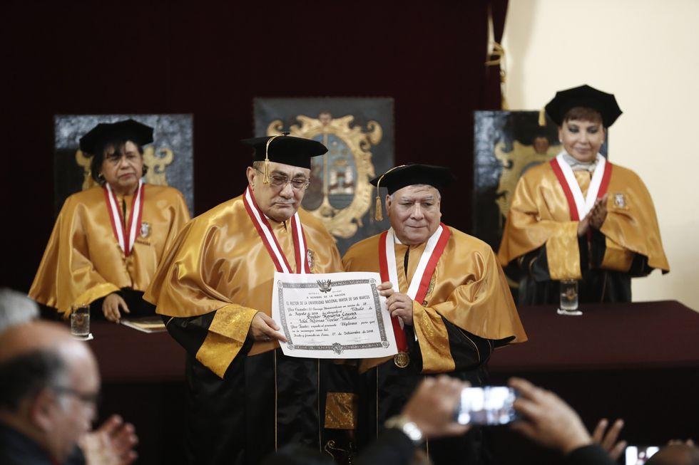 Idel Vexler, durante la ceremonia en que se le otorgó el título de Doctor Honoris Causa (Renzo Salazar/Perú21).