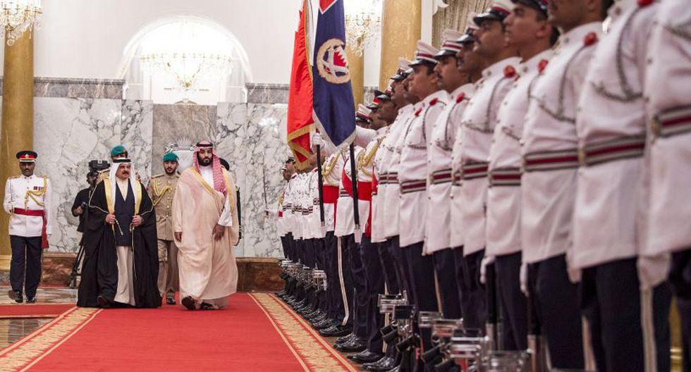 Bin Salman se reunió con el rey de Baréin, Hamad bin Isa al Jalifa.   Foto: AFP