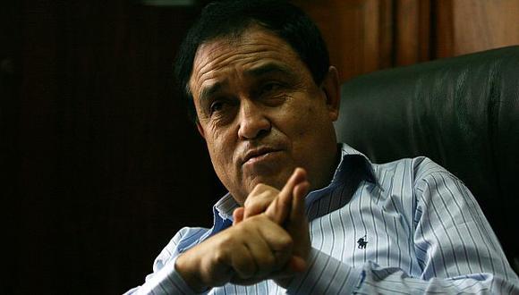 El vocero oficialista trata de explicar la situación del segundo vicepresidente. (M. Zapata)