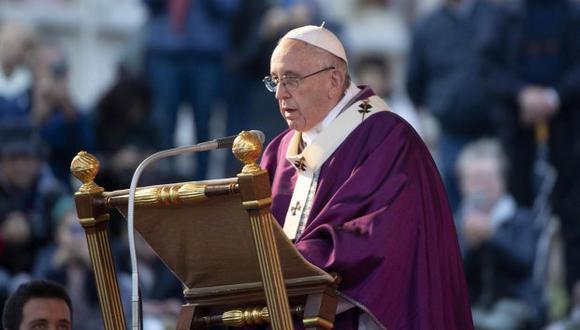 El pontífice argentino celebró en la basílica de San Pedro la misa que tiene lugar cada año tras la conmemoración del día de los difuntos. (Foto: EFE)