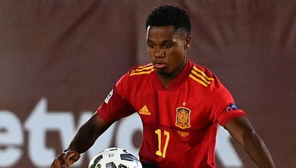Ansu Fati estará varias semanas de baja tras lesión en la rodilla, sufrida en duelo ante Real Betis. (Foto: AFP)