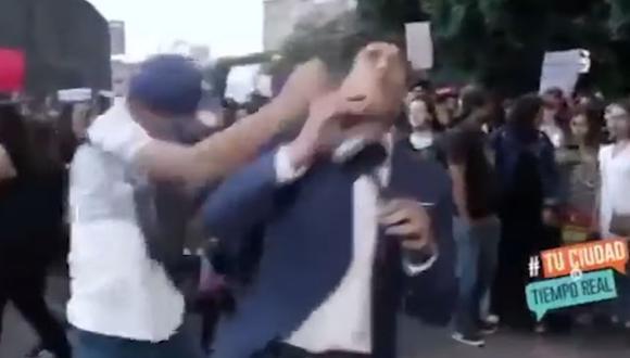 En el transcurso de la marcha se dieron algunos enfrentamientos con periodistas que se encontraban grabando la escena. (Foto: Captura de video)