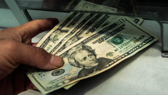 Hoy el dólar se vendía aS/3.350 en las casas de cambio y las calles de la capital.(Foto: USI)
