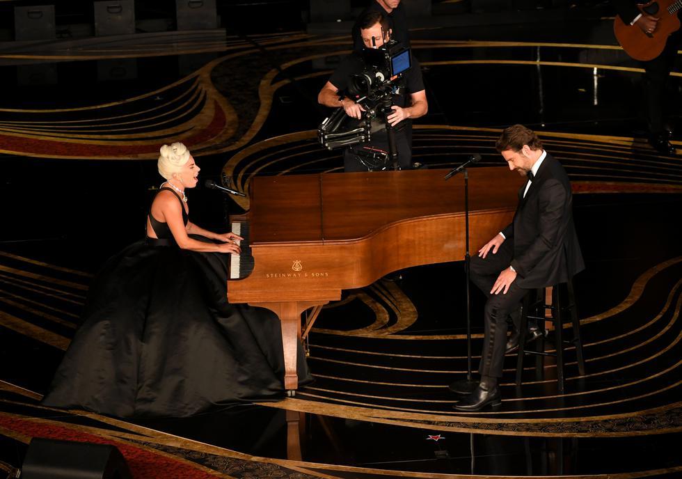 """Lady Gaga y Bradley Cooper interpretaron el tema """"Shallow"""" en el Oscar. (Foto: AFP)"""
