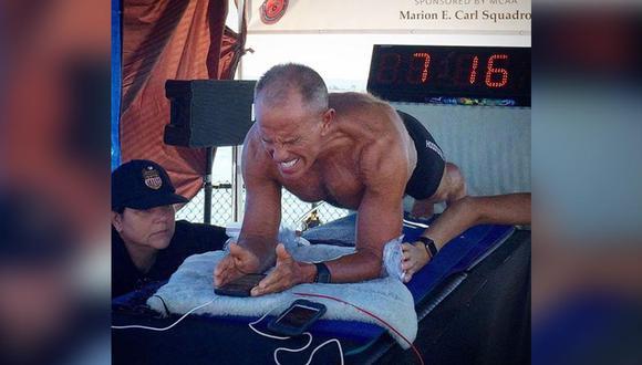 Hombre de 62 años rompió récord Guinness al quedarse durante 8 horas haciendo plancha abdominal. (Foto: Captura)