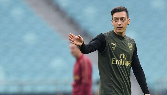 Mesut Ozil atraviesa por un momento complicado en Inglaterra. (Foto: AFP)