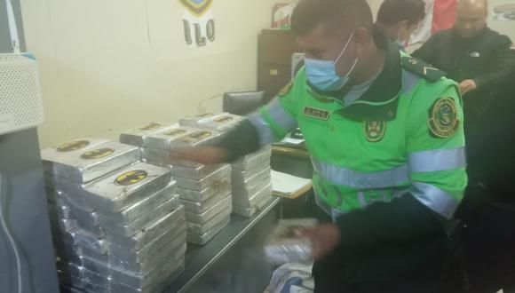 Tacna: La fiscal Cecilia Zegarra Cabrera autorizó el traslado del vehículo a las instalaciones del Área Antidrogas de la PNP en Ilo. (Foto: PNP)