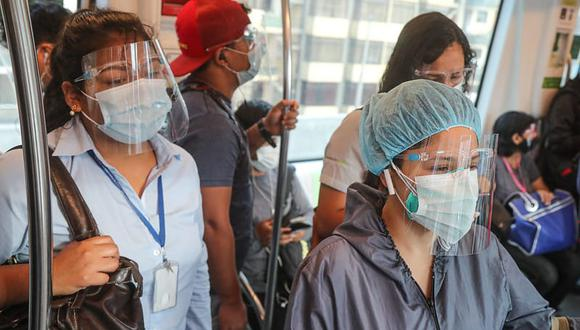 En el caso del Metro de Lima y el Metropolitano, el uso del protector facial y la mascarilla es obligatorio no solo dentro de las unidades sino también durante su permanencia en las estaciones.