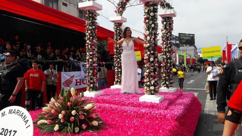 Los carros alegóricos, las reinas internacionales y las walipoleras engalanan el Gran Corso del Festival de la Primavera de Trujillo. (Alan Benites)