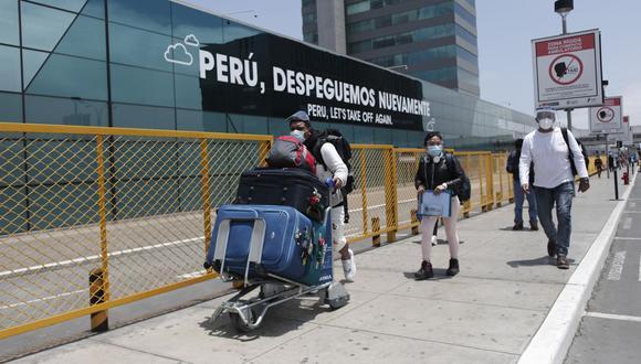 Para un viaje internacional, los peruanos están comprando boletos y/o seguros con 57 días de anticipación. Para viajes locales, lo hacen 32 días antes. (Foto: Leandro Britto / GEC)