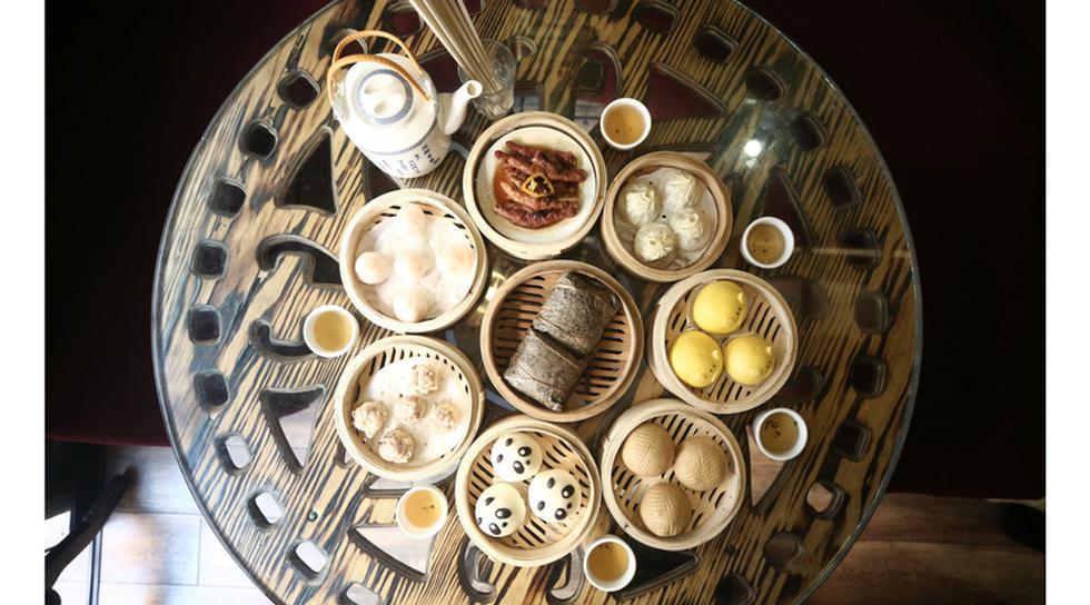 El té jazmín es un componente infaltable para acompañar los dim sum. La mesa está servida. (Cesar Campos/Perú21)