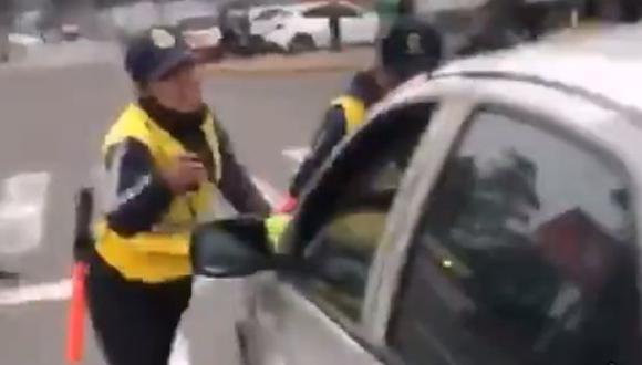 El sujeto se opuso a intervención y arrastró con su auto a un fiscalizador de transporte de la Municipalidad de La Molina. (Foto: Captura/Twitter)