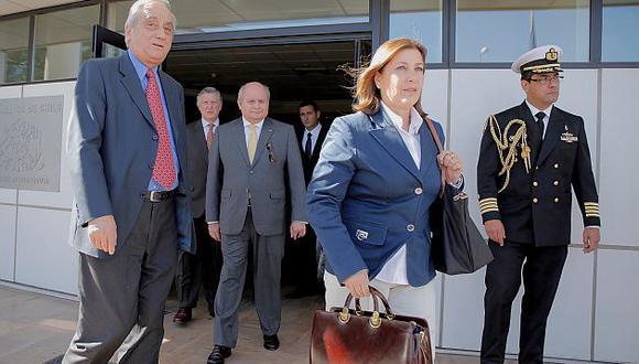 Los ministros Eda Rivas y Pedro Cateriano llegan a Santiago para reunión 2 2 tras fallo de La Haya. (Mindef)