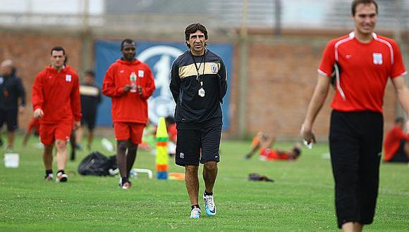 Costas llegaría a Lima dos días antes de la primera final ante el Aurich. (USI)