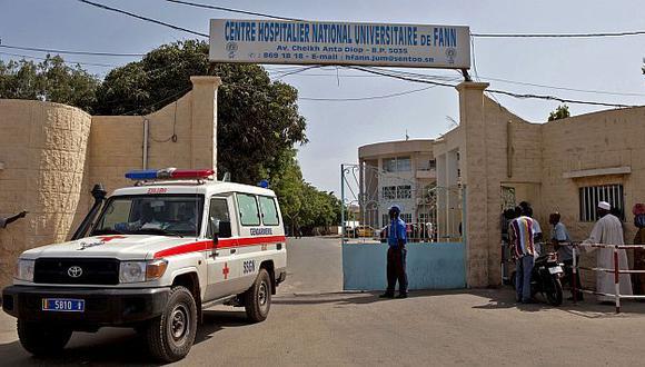 Joven fue puesto en cuarenta en un hospital de Dakar. (AP)