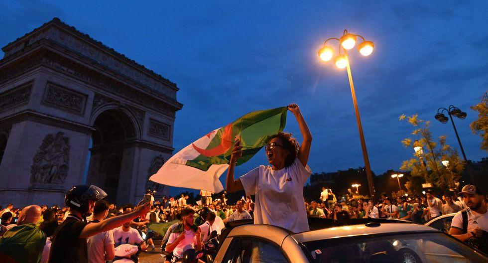 El jueves, tras la victoria de Argelia en cuartos de final de la CAN-2019, miles de personas salieron a la calle para festejar la clasificación a las semifinales.(Foto: AFP)