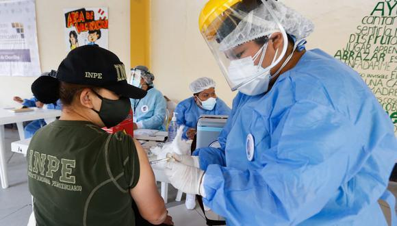 Trabajadores a cargo del cuidado de los penales del país serán protegidos contra el COVID-19. (Foto: Minsa)