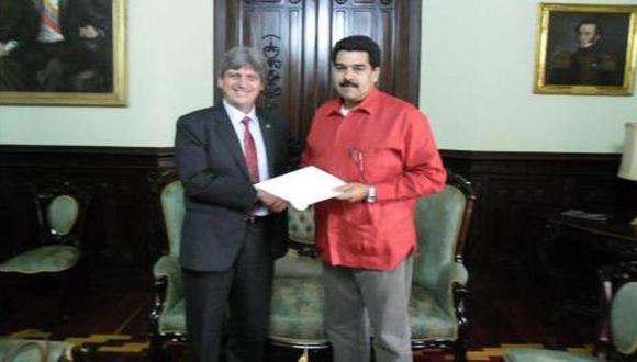Raygada y Maduro. El embajador peruano no oculta sus simpatías por el chavismo. (Internet)