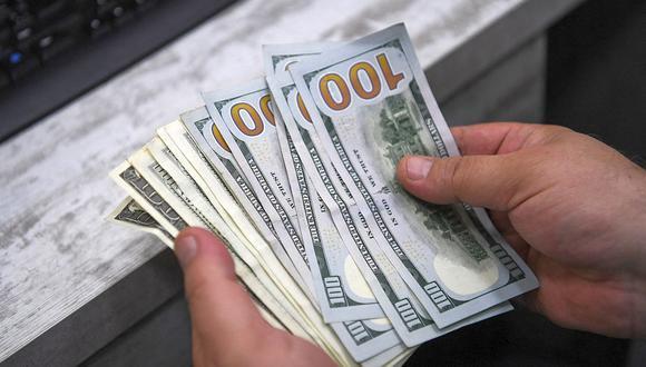 En el mercado paralelo o casas de cambio de Lima, el tipo de cambio se cotizaba a S/ 3.640 la compra y S/ 3.665 la venta. (Foto: AFP)