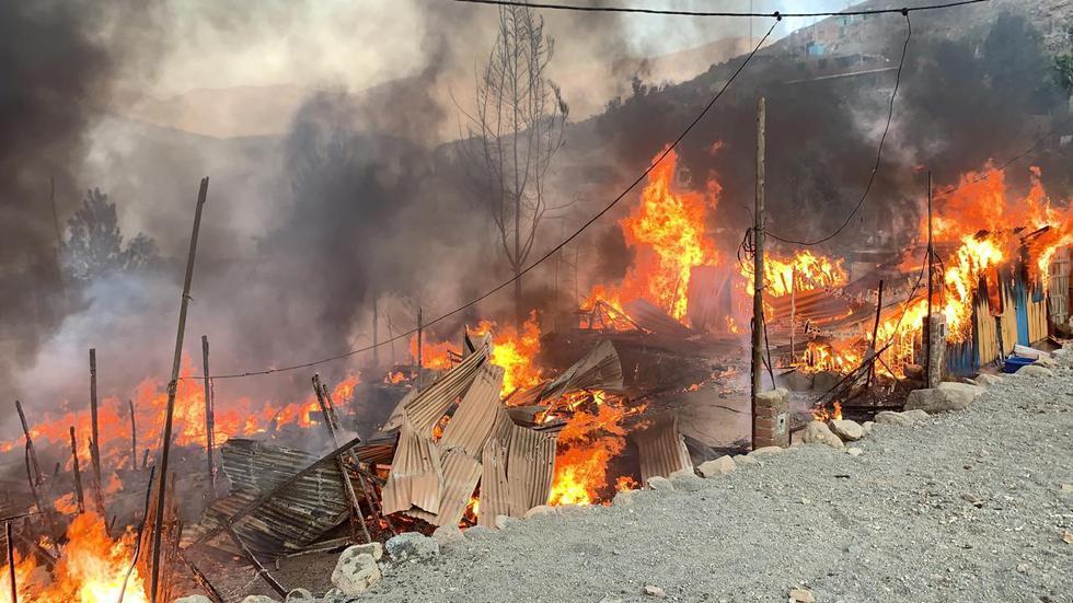 Alerta: Se registra incendio en fábrica de pirotécnicos en Lurigancho. (PNP)