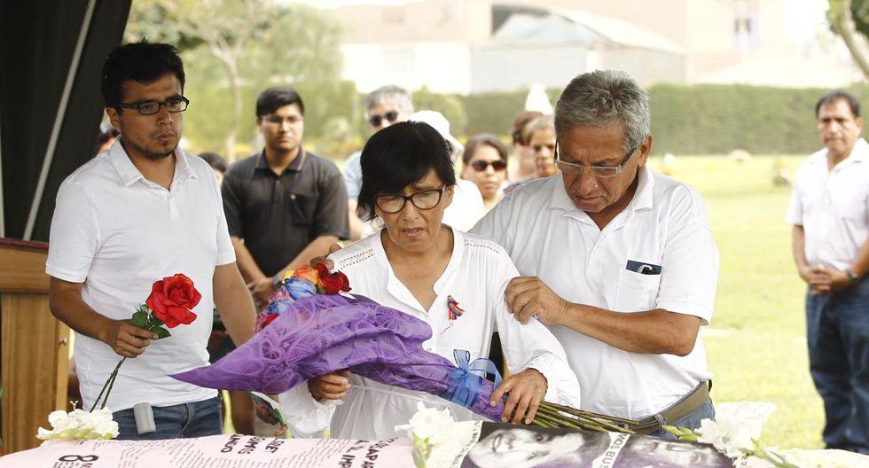 Restos de Solsiret Rodríguez fueron enterrados esta tarde tras una solemne ceremonia en el Callao. (GEC)