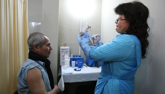 Los grupos de riesgo (menores de edad, adultos mayores y gestantes) deben vacunarse. (Nancy Dueñas)