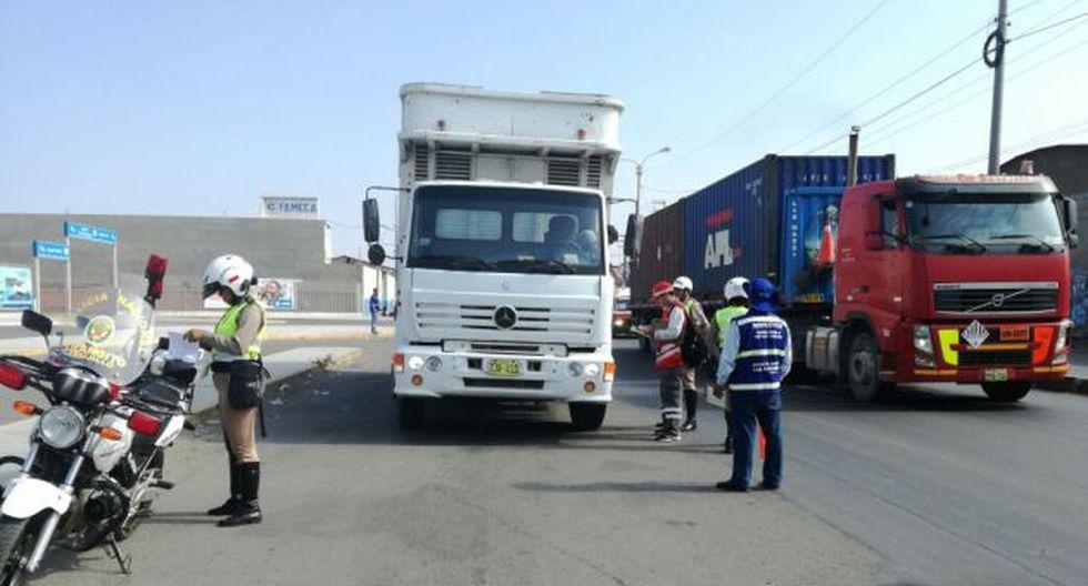 Hampones pretenden evitar fiscalización a transportistas ilegales en La Libertad. (Alan Benites)
