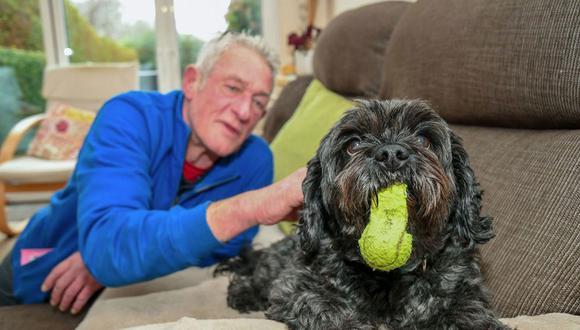 Ladridos de perro ayudan a despertar a hombre de coma inducido en Reino Unido. (Facebook)