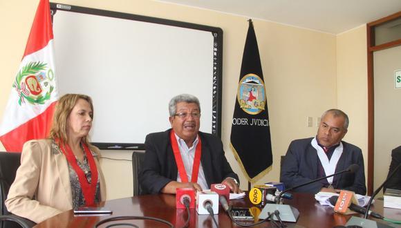 El presidente de la Corte Superior de Justicia de Piura, Hernán Ruiz (al centro), y los otros cincon magistrados rechazaron la medida.