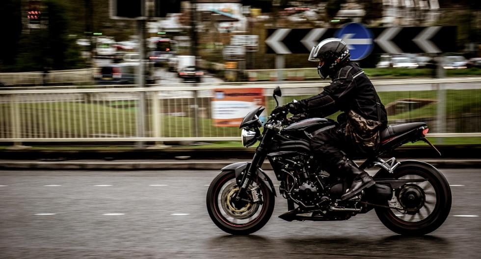 La imprudencia de un motociclista terminó costándole caro. (Foto: Pixabay/Referencial)