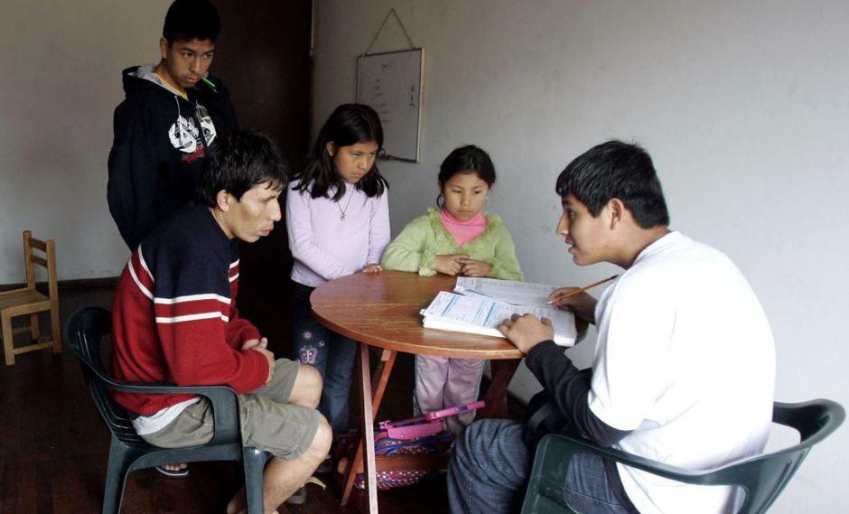 Sticker se colocará en la puerta o frontis de cada hogar peruano. (Foto: Andina)