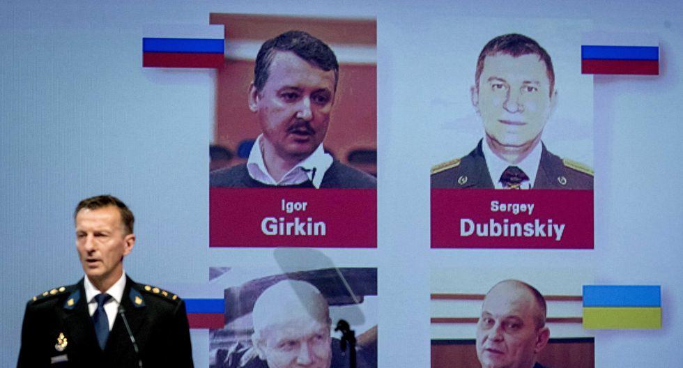 Los investigadores indicaron que los ciudadanos rusos Serguéi Dubinski, Igor Guirkin y Oleg Pulatov, así como el ucraniano Leonid Kharchenko, serían colocados en las listas de buscados nacionales e internacionales. (Foto: EFE)