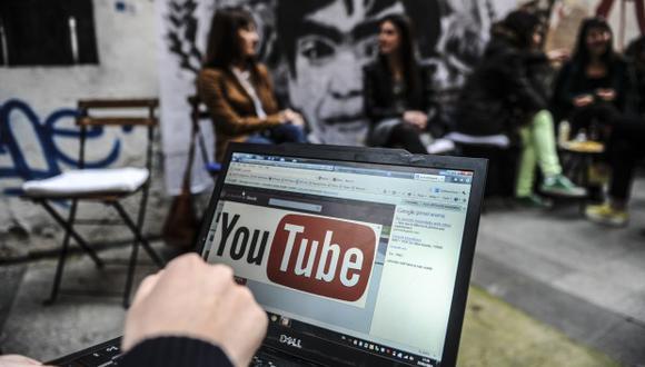 """Un portavoz de YouTube confirmó la prueba de un diseño de la aplicación sin comentarios de video, pero lo minimizó a una """"de muchos pequeños experimentos"""" que la empresa realiza. (Foto: AFP)"""