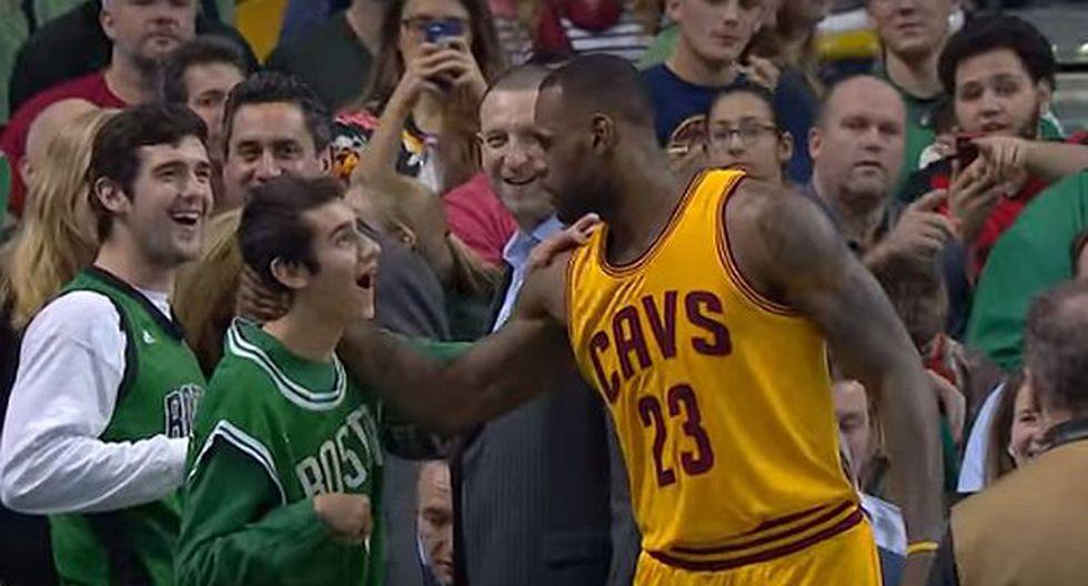 NBA: LeBron James saludó a un joven con daño cerebral y conmovió a sus fanáticos. (YouTube)