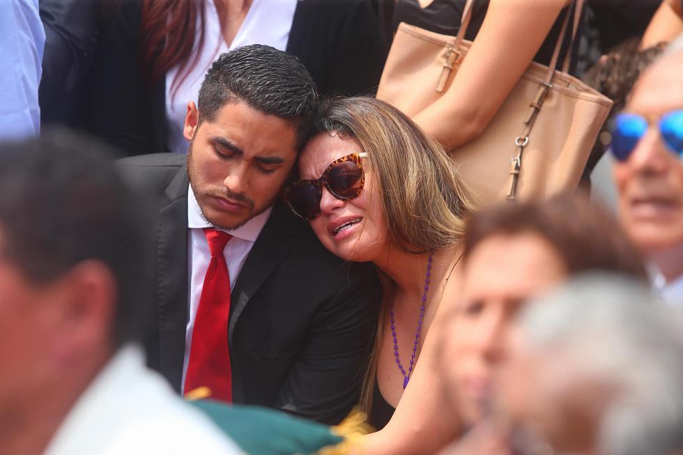 Augusto Polo Campos: Florcita Polo se quiebra profundamente en el homenaje a su padre. (GeraldoCaso/Perú21)