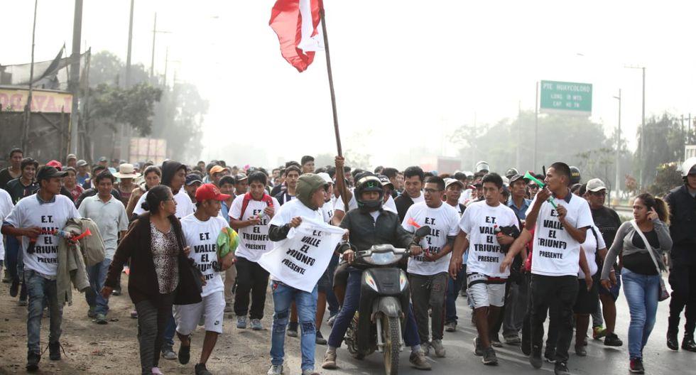 Protestantes tomaron la avenida Ramiro Prialé por lo que se mantiene bloqueada. (Fotos: Giancarlo Ávila)