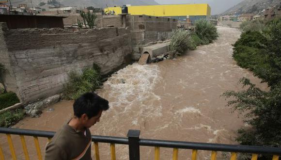 Miles de viviendas podrían ser arrasadas por el desborde del río, pero autoridades no hacen nada. (Alberto Orbegoso)