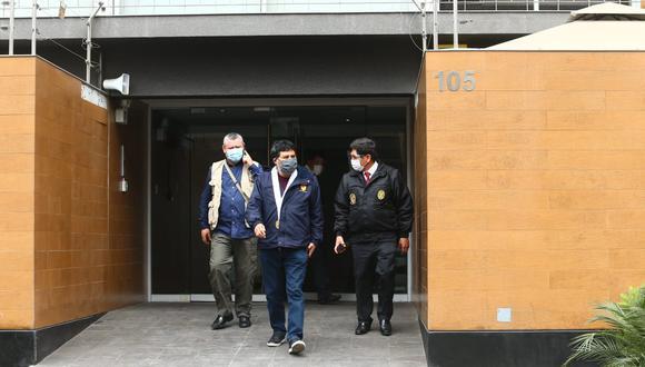 El equipo del fiscal Germán Juárez allana cuatro inmuebles en Lima. (Alessandro Currarino/GEC)