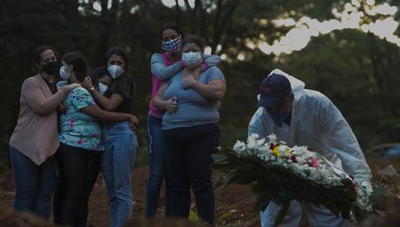 Según recientes muestras, al menos un 39,5% de personas que viven en nuestros país portaban la variante brasileña del coronavirus. (Foto: AFP)