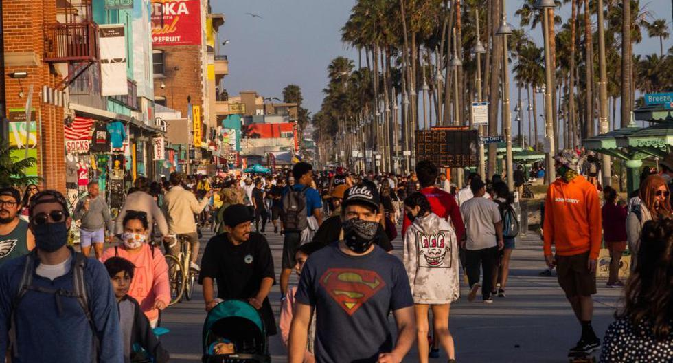 California ordena el uso de mascarillas en público para evitar la propagación del COVID-19. (AFP/Apu GOMES).