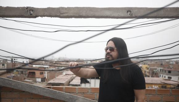 """""""Mi madre era hippie. Ella fue Beatles y yo The Rolling Stones. Mi madre ha sido mi mayor influencia, desde el temperamento hasta la fuerza"""", declara Dr. Rock (César Campos/Perú21)."""