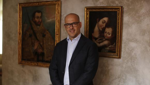 """""""Recibí con mucha alegría dibujos de arcángeles y de armadillos coloniales hechos por niños polacos. Es lo mejor que puede pasar tras una muestra"""", declara el conservador de arte (Mario Zapata/Perú21)."""