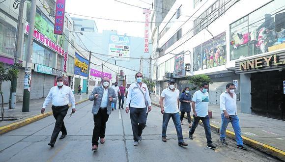 En las calles.  Yonhy Lescano no precisa cómo hará las reformas que impulsará de llegar al gobierno. (Foto: GEC)