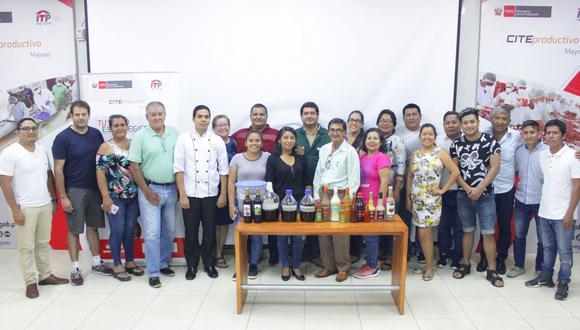 Los comerciantes recibieron asesoría en el uso adecuado de las frutas para su transformación en bebidas, como macerados, licores de crema y destilados. (Difusión)