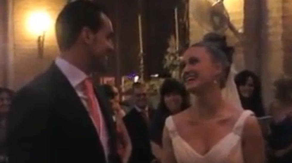 """En una boda en España, la novia sorprendió cantando """"Quiéreme"""" e hizo llorar a todos en la Iglesia. El video fue subido a Facebook, donde se volvió viral por conmover a los usuarios. (Foto: captura)"""