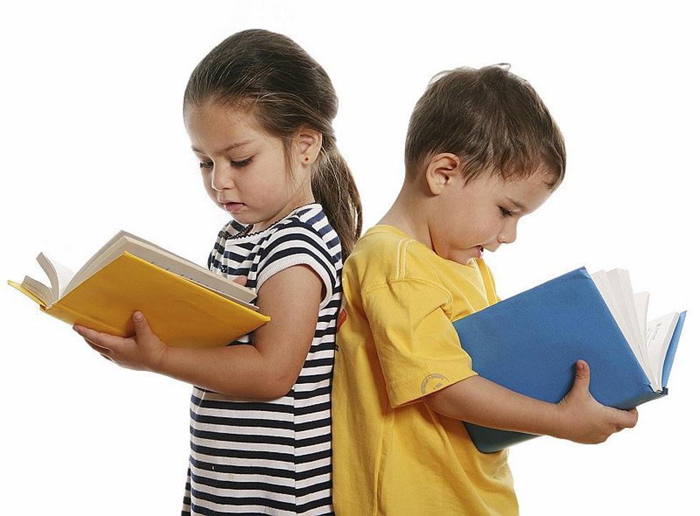Este último viernes 26 de marzo, la UNESCO alertó que debido al cierre de escuelas por la COVID-19, más de 100 millones de niños quedarán por debajo del nivel mínimo de competencia en lectura. Por esta razón, en el Día internacional del libro infantil y juvenil celebrado cada 2 de abril, fomentar el interés y amor por los libros y la lectura es de vital importancia.  Esta incursión en el mundo editorial no solo ayuda en el desarrollo cognitivo y emocional de los niños, sino que también enriquece su cultura, mejora su lenguaje y estimula su imaginación, entre otras cosas. Por lo que, te recomendamos 6 cuentos infantiles que le enseñarán a amar la lectura.
