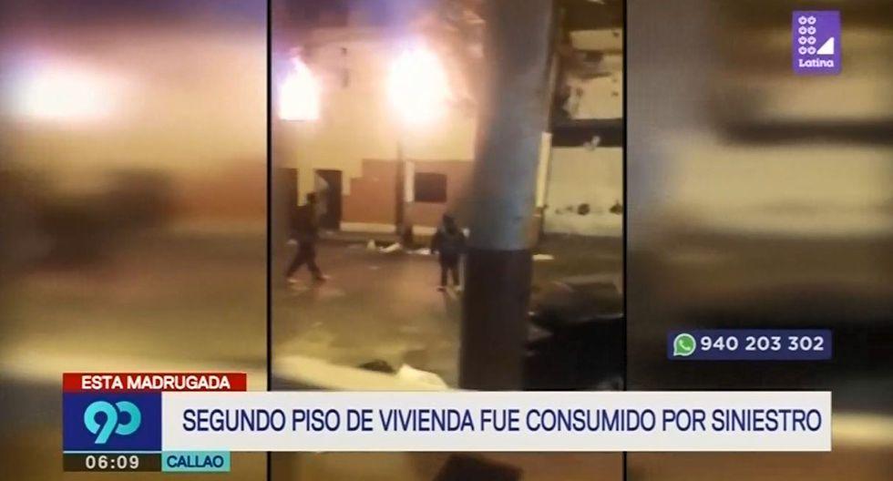 El incendio en el inmueble se reportó a las 11:36 p.m. del domingo. (Captura: Latina)